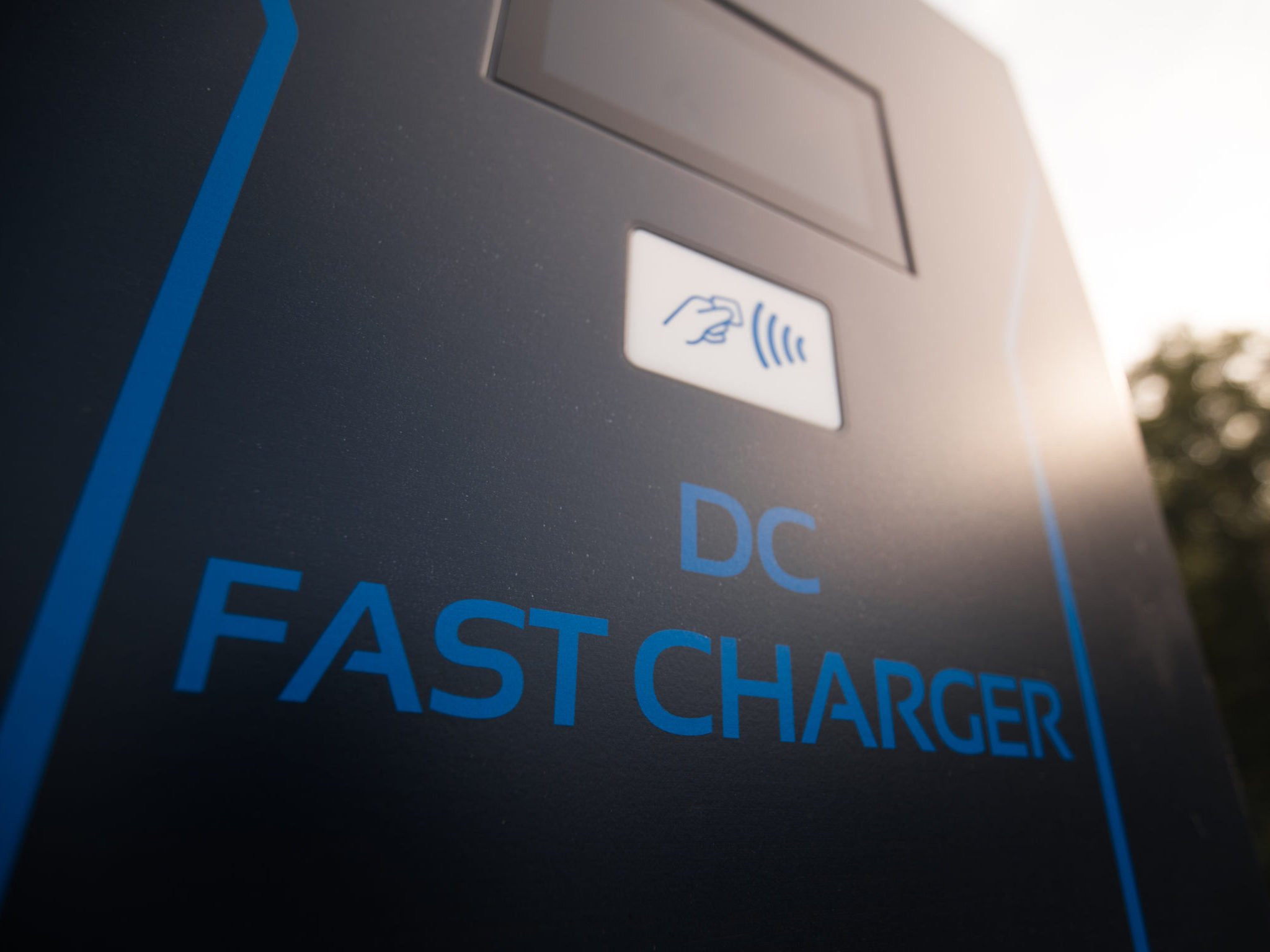 DC charger with integrated battery